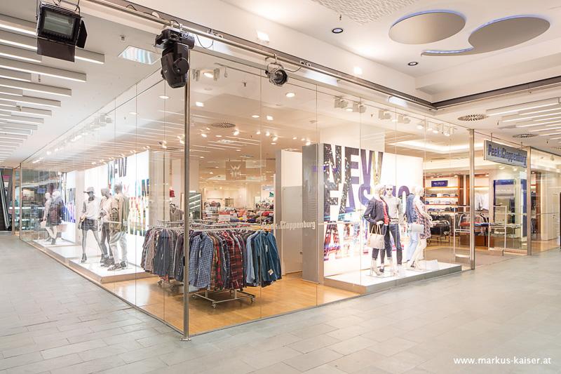 Peek & Cloppenburg ist ein international agierendes Modeunternehmen und bietet dir mit der Lehre im Einzelhandel den idealen Startschuss für dein Berufsleben. Freue dich bei uns auf eine spannende Ausbildung in der Mode und lerne ganz unterschiedliche Handelsbereiche kennen..